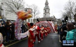 (国际)(4)伦敦举行新春巡游庆祝中国春节
