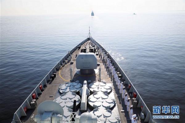 (图文互动)(1)中国海军西安舰参加俄罗斯海军节庆典海上阅兵
