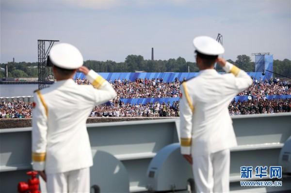 (图文互动)(2)中国海军西安舰参加俄罗斯海军节庆典海上阅兵