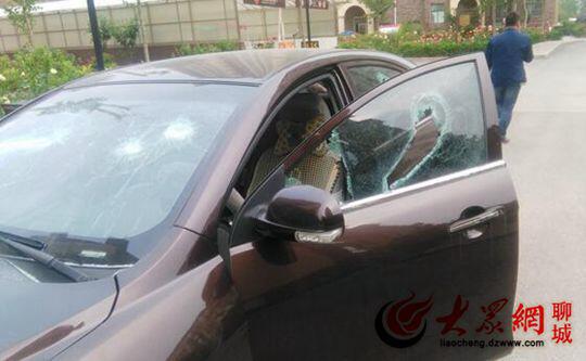 朝阳翡翠城人员小区别墅遭v翡翠物业打砸车辆业主废弃聊城图片