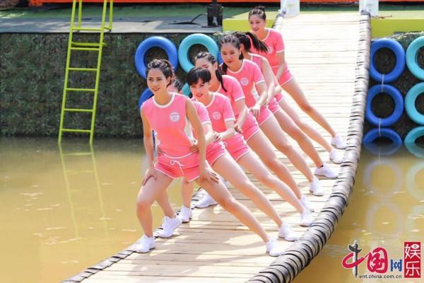 《摇啊笑啊桥》摇桥战队走红:台上风光台下练功