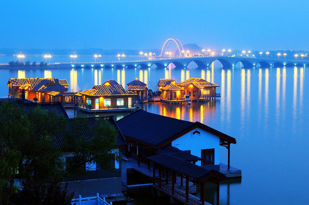 东昌湖夜景.jpg